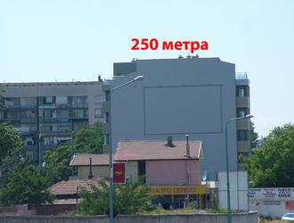 Мегаборд разположен на бул Източен до моста на Адата