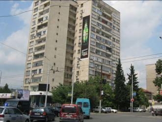 Мегаборд с изглед към южната калканна стена на булеварда